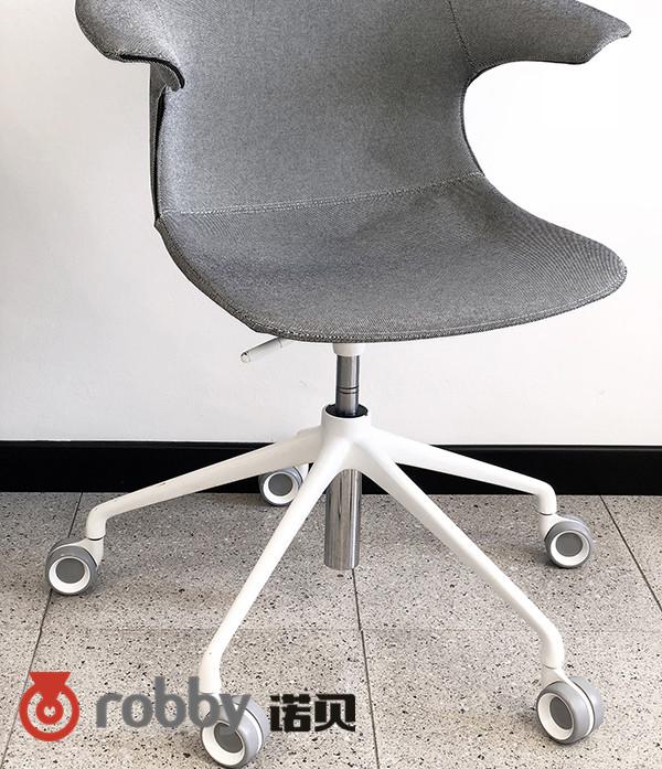 解锁新姿态,功能脚轮给你不一样使用体验的办公椅