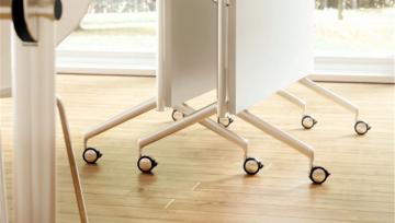 折叠桌加入家具脚轮设计,轻松实现真正的一桌多用!